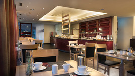 Mercure Hotel Düsseldorf Sued Breakfast room