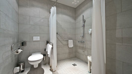 Handicapped bathroom Tryp by Wyndham Frankfurt
