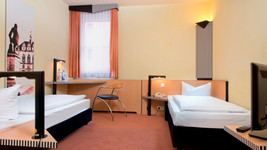 Tryp by Wyndham Halle Twin Bed Room