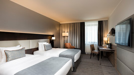Wyndham Grand Salzburg Conference Twin Bed Room